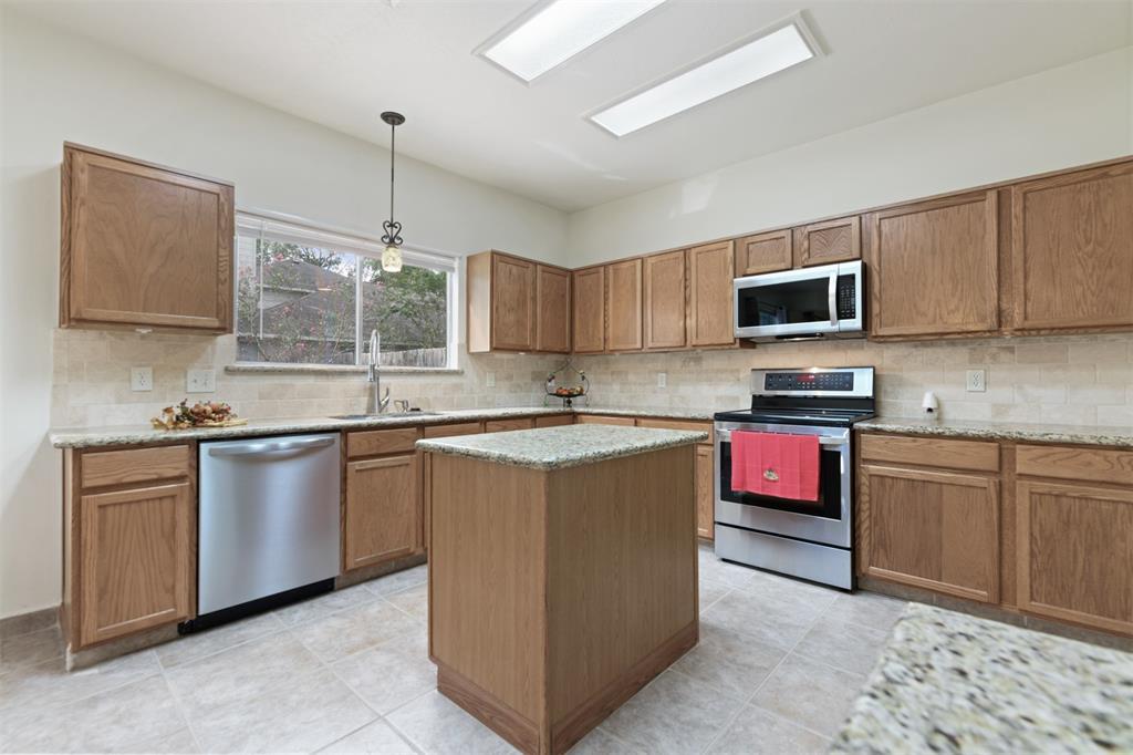 Active | 2023 White Oaks Hills  Lane Kingwood, TX 77339 10