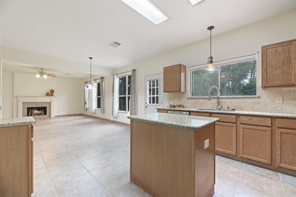 Active | 2023 White Oaks Hills  Lane Kingwood, TX 77339 9