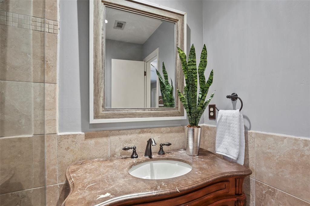 Dallas Real Estate | 7211 La Sobrina Drive Dallas, Texas 75248 22