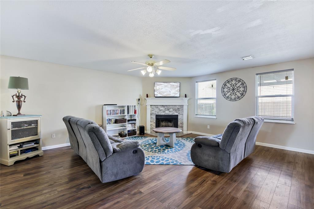 Pending | 1949 Copper Mountain  Drive Fort Worth, TX 76247 12