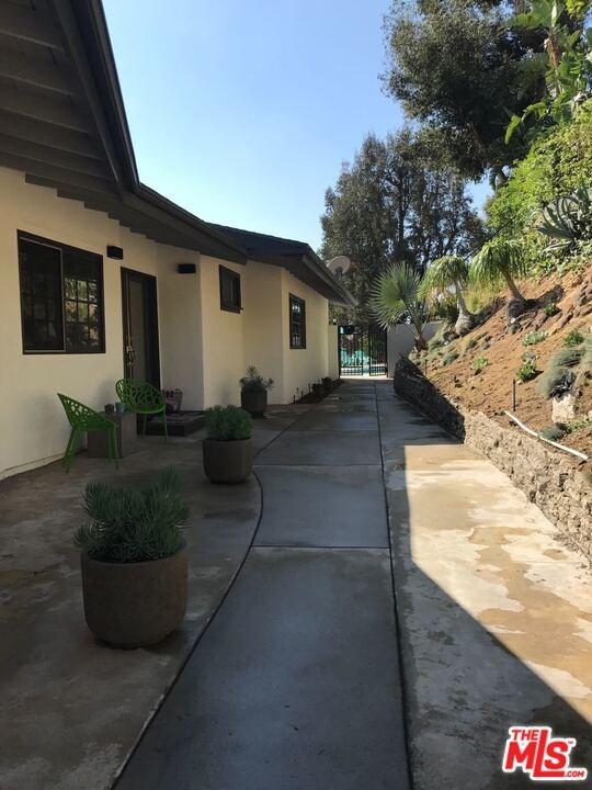 Closed | 6111 Mulholland  Highway Los Angeles, CA 90068 7