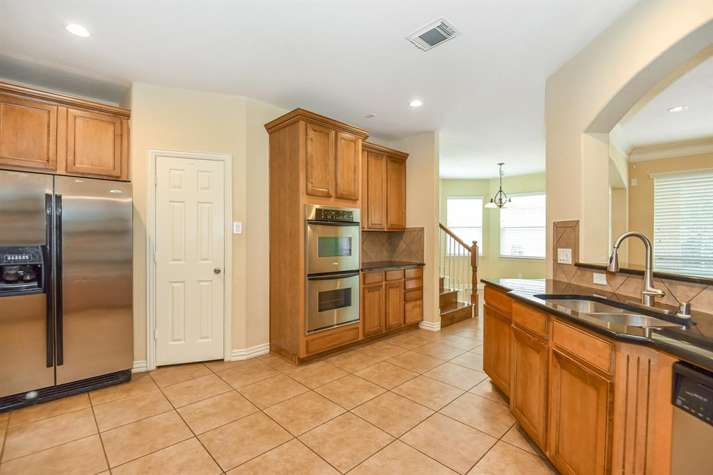 Active | 34 N Wyckham  Circle The Woodlands, TX 77382 7