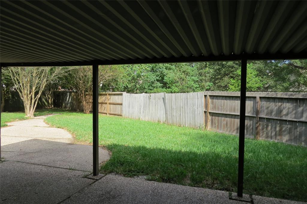 Pending | 7626 Wovenwood Ln Houston, Texas 77041 2