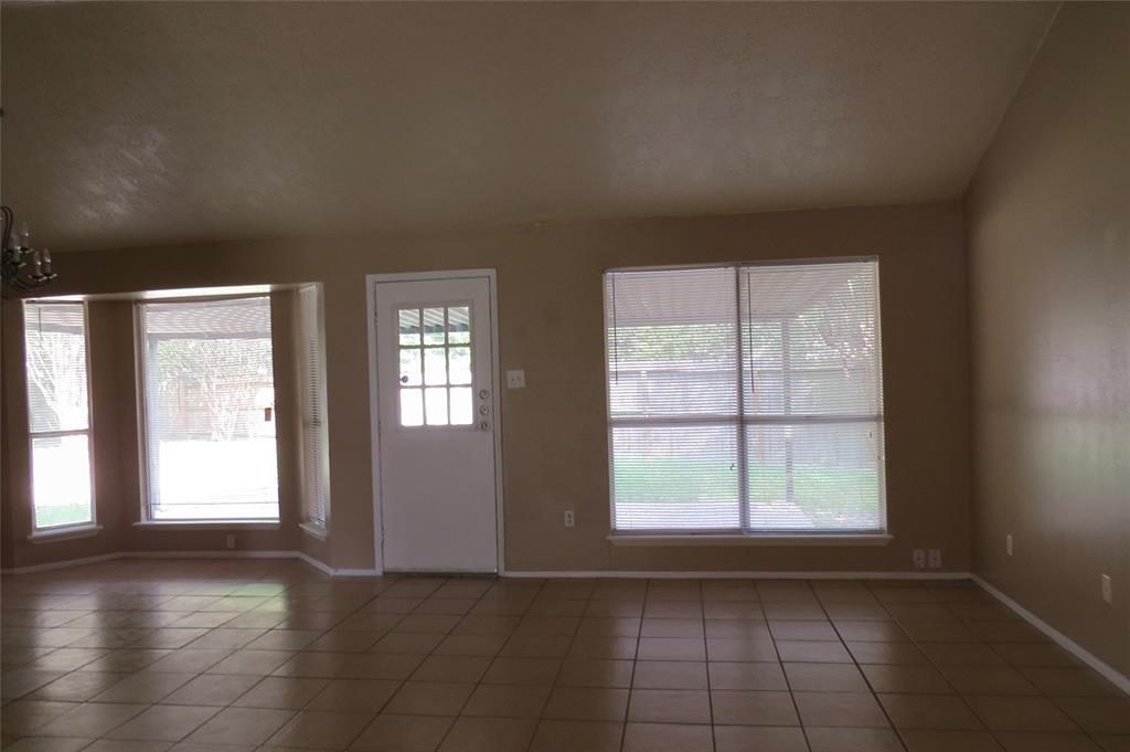 Pending | 7626 Wovenwood Ln Houston, Texas 77041 5