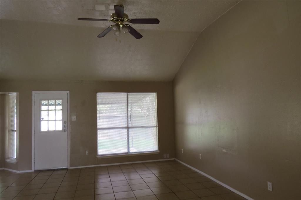 Pending | 7626 Wovenwood Ln Houston, Texas 77041 6