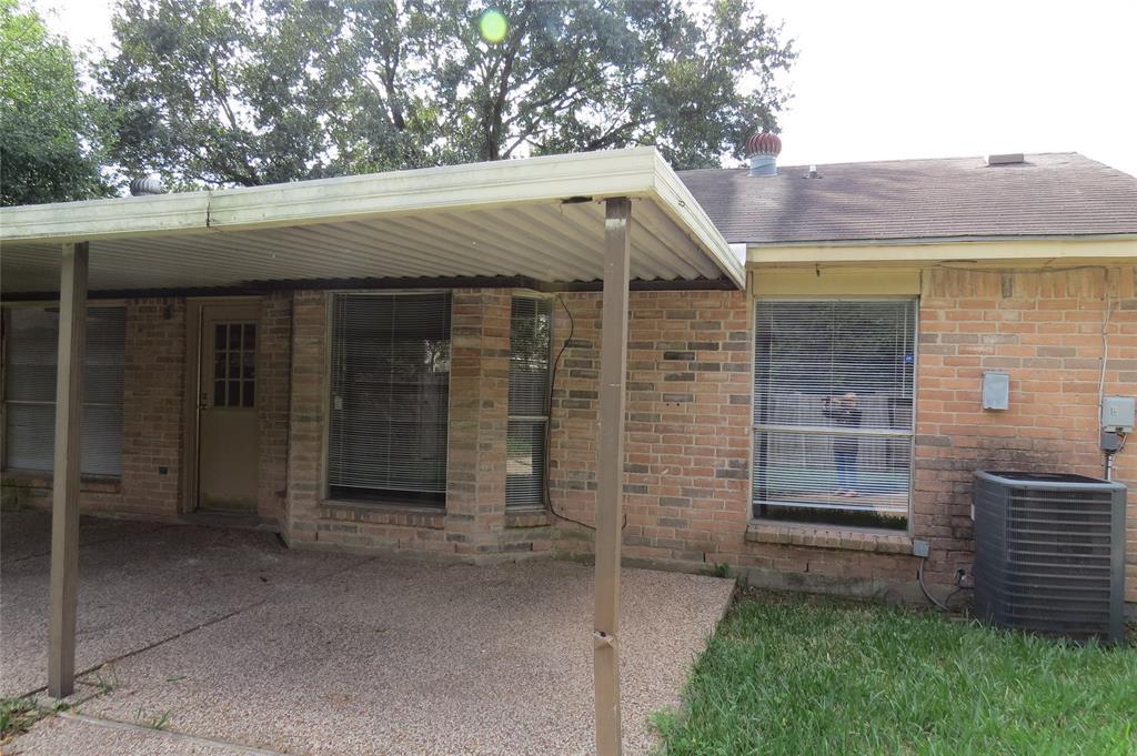 Pending | 7626 Wovenwood Ln Houston, Texas 77041 7
