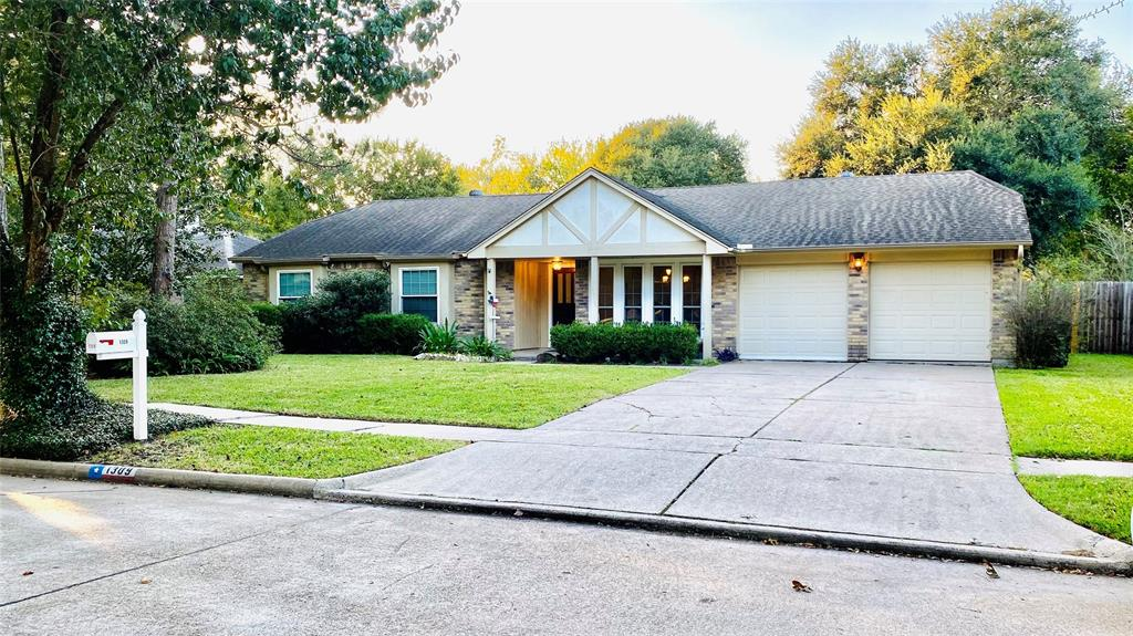 Active | 1309 Piney Woods  Drive Friendswood, TX 77546 1
