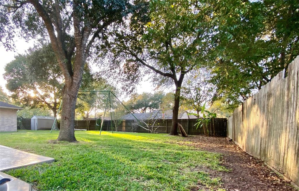 Pending | 1309 Piney Woods Drive Friendswood, Texas 77546 28