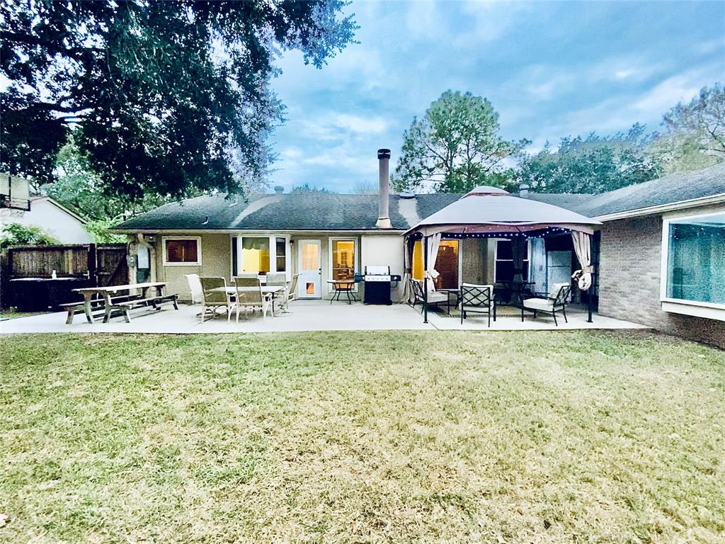 Pending | 1309 Piney Woods Drive Friendswood, Texas 77546 30