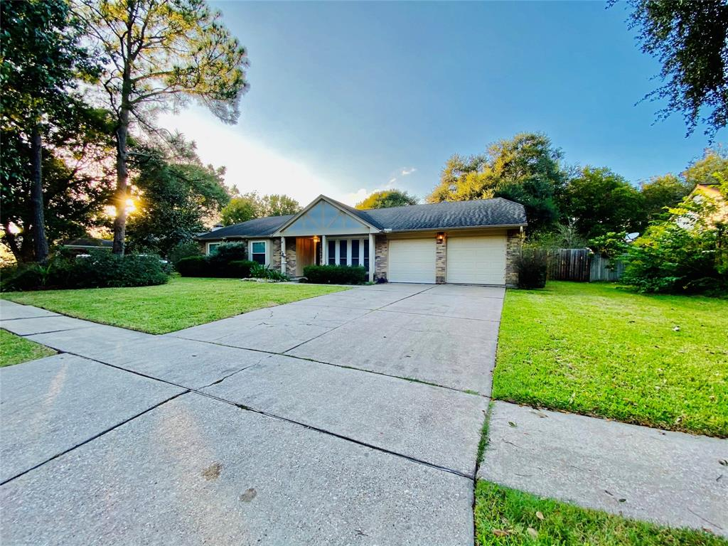 Pending | 1309 Piney Woods Drive Friendswood, Texas 77546 33