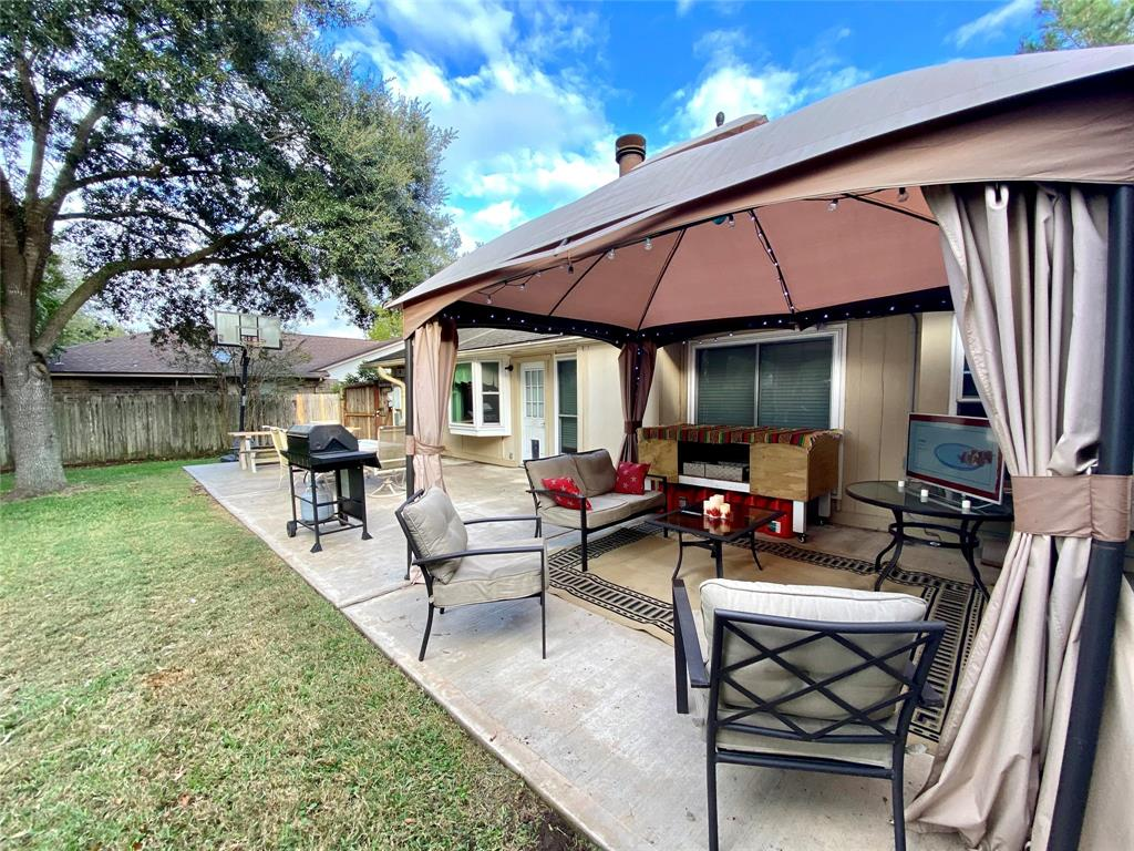 Pending | 1309 Piney Woods Drive Friendswood, Texas 77546 38