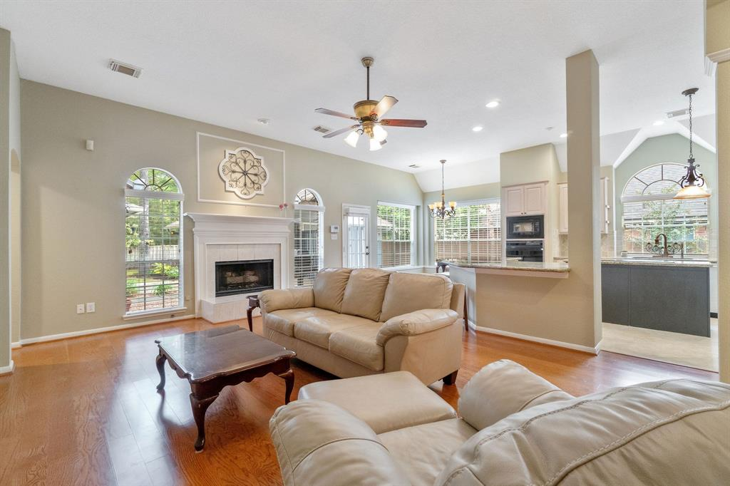 Active | 11 Rolling Stone  Place The Woodlands, TX 77381 13