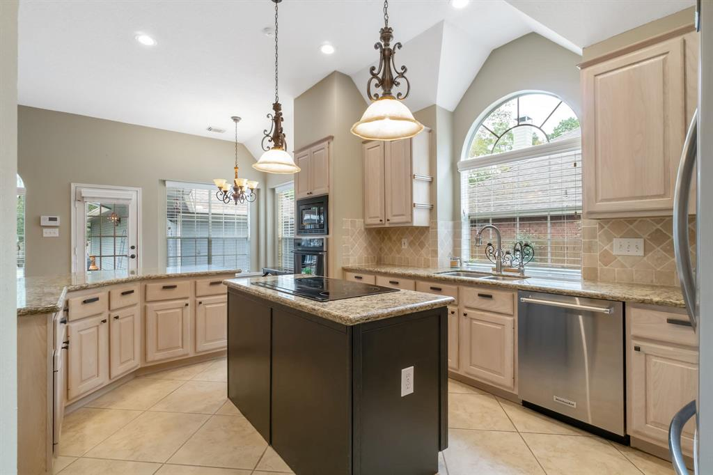Active | 11 Rolling Stone  Place The Woodlands, TX 77381 8