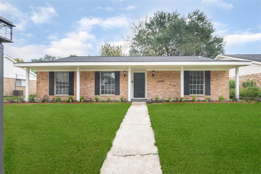 Pending | 11735 N Ridgewood Circle Houston, Texas 77071 1