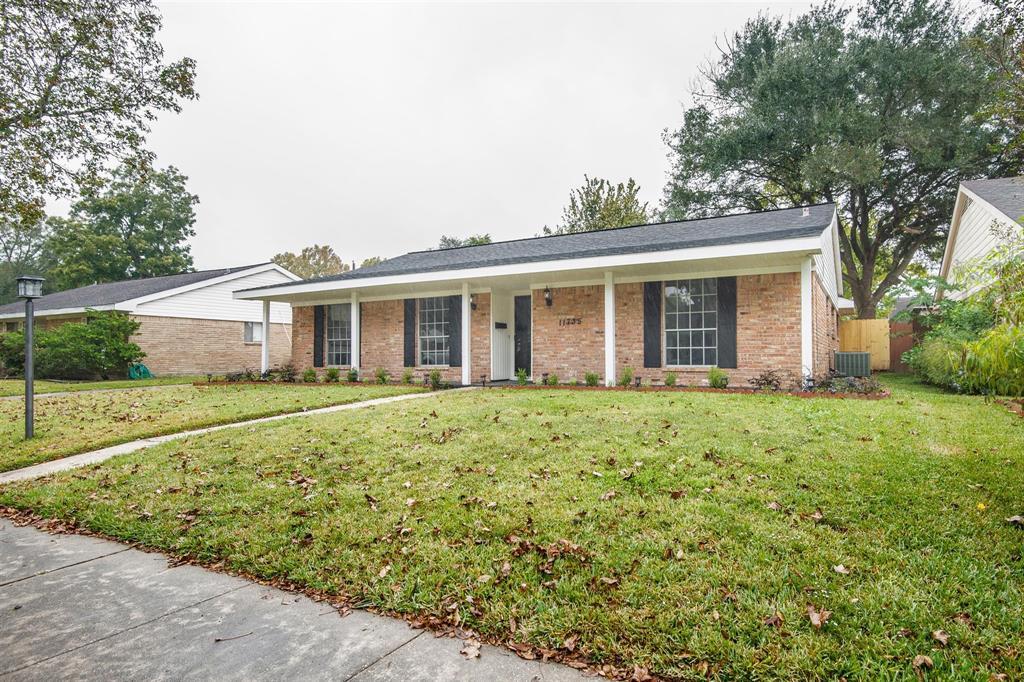 Pending | 11735 N Ridgewood Circle Houston, Texas 77071 2
