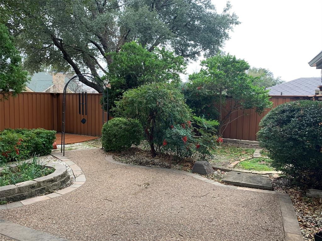 Active | 6914 Roundrock  Road Dallas, TX 75248 24