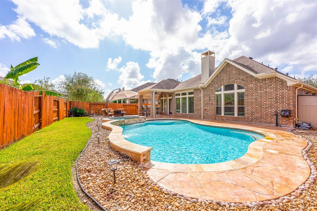 Pending | 2919 Silhouette Bay  Drive Pearland, TX 77584 1
