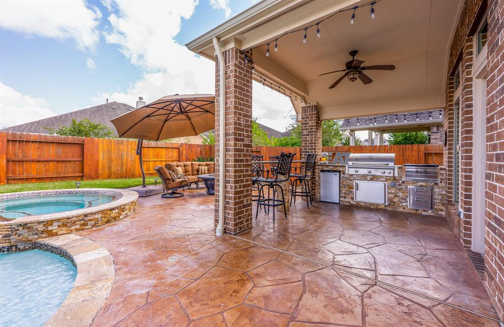 Pending | 2919 Silhouette Bay  Drive Pearland, TX 77584 2