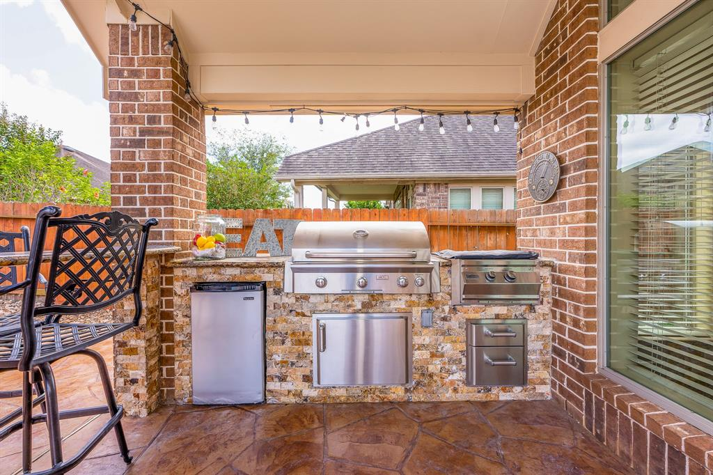 Pending | 2919 Silhouette Bay  Drive Pearland, TX 77584 23