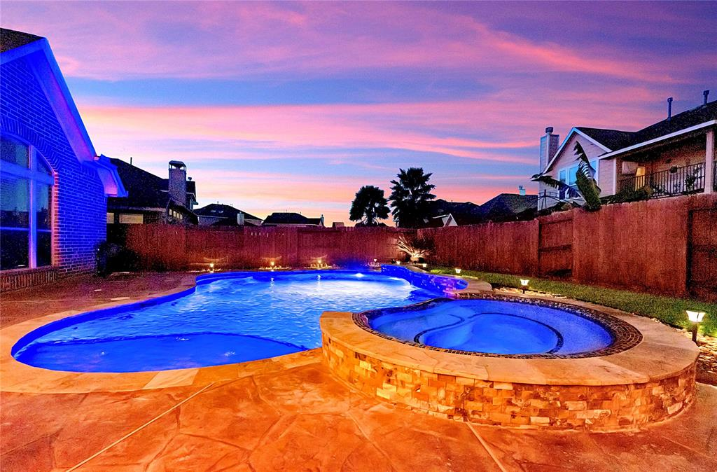 Pending | 2919 Silhouette Bay  Drive Pearland, TX 77584 26