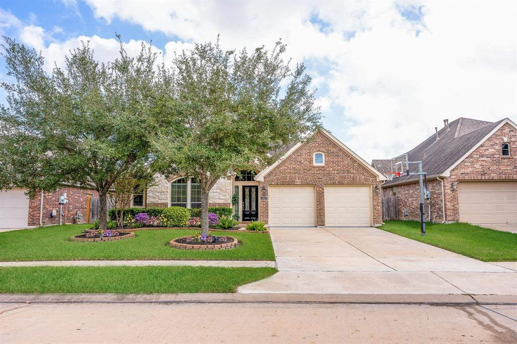 Pending | 2919 Silhouette Bay  Drive Pearland, TX 77584 3