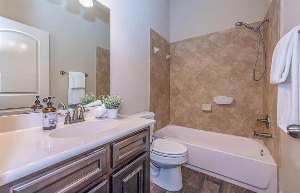 Pending | 2919 Silhouette Bay  Drive Pearland, TX 77584 9