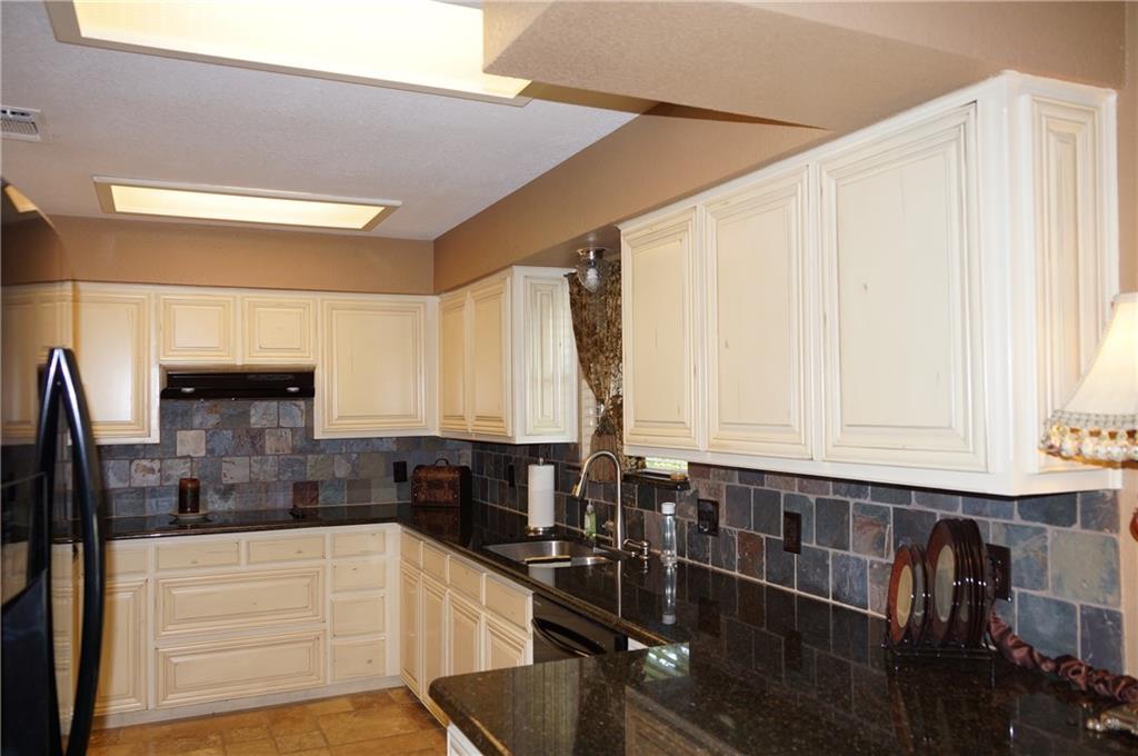 Sold Property | 911 Auburn Court Arlington, Texas 76012 9