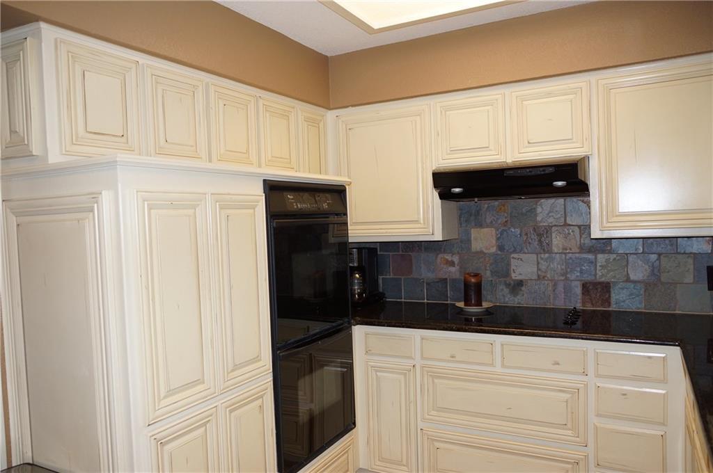 Sold Property | 911 Auburn Court Arlington, Texas 76012 10