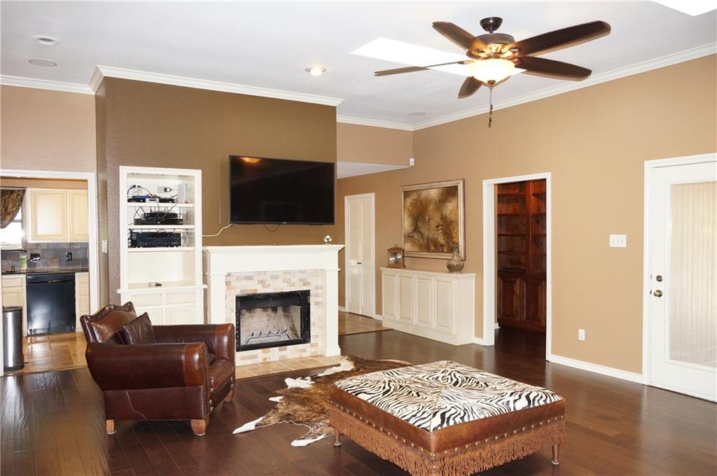Sold Property | 911 Auburn Court Arlington, Texas 76012 5