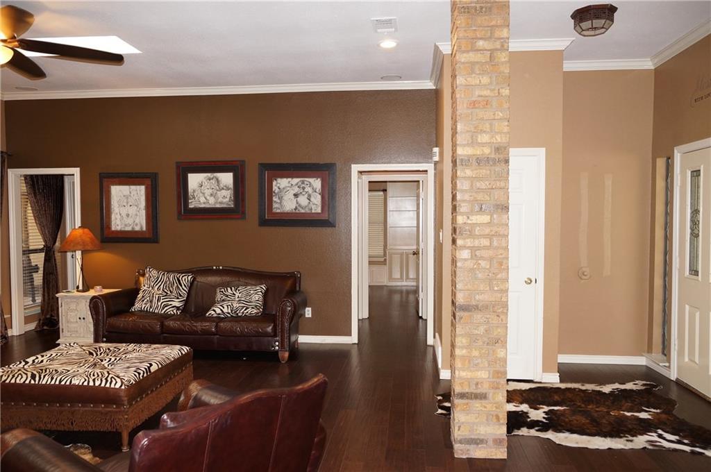 Sold Property | 911 Auburn Court Arlington, Texas 76012 7
