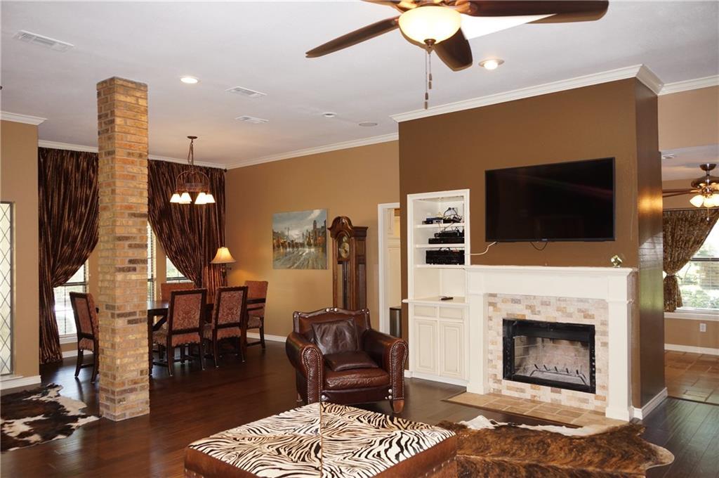 Sold Property | 911 Auburn Court Arlington, Texas 76012 8