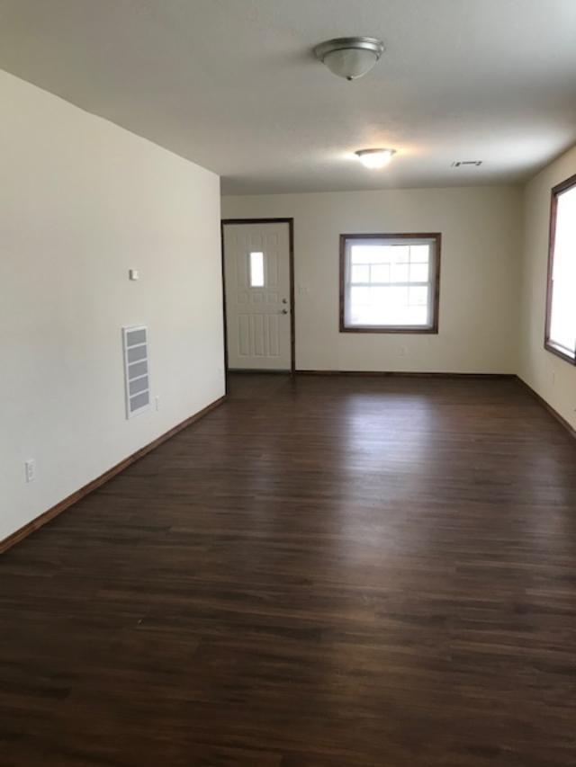 Active | 421 N Pine Ponca City, OK 74601 7