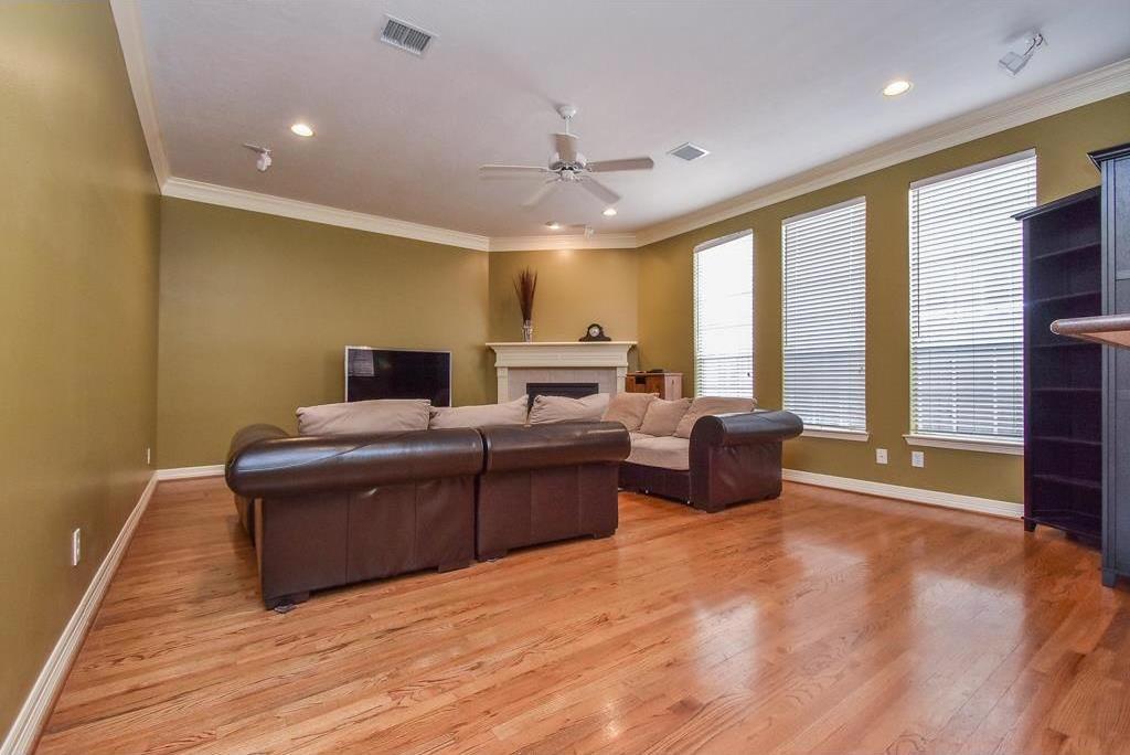 Active | 5917 Dolores Street #B Houston, Texas 77057 8