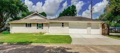 Off Market | 10902 Chevy Chase Drive Houston, Texas 77042 1