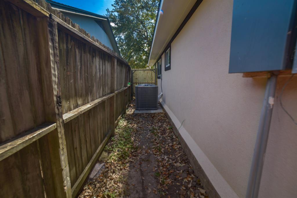 Option Pending | 5915 N Meadow Court Pasadena, Texas 77505 24