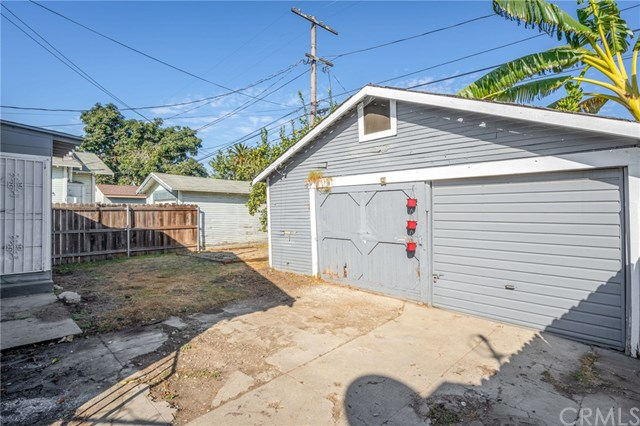 Pending | 1535 W 66th st Los Angeles, CA 90047 16