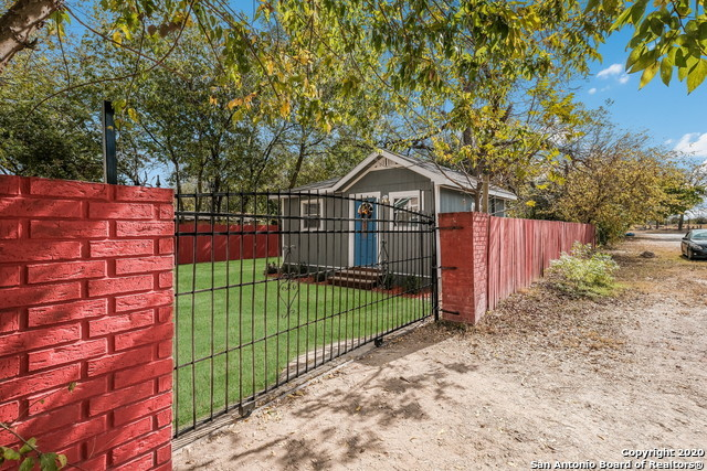 Active Option | 1202 Center St San Antonio, TX 78202 3