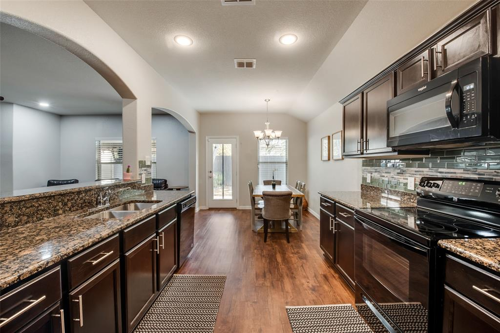 Pending | 2860 Pacifico  Way Fort Worth, TX 76111 7