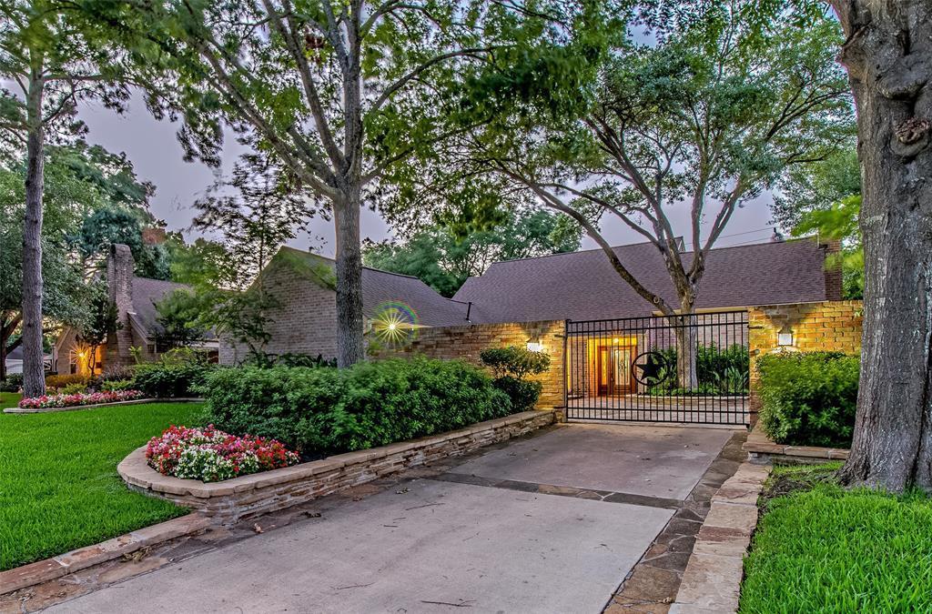 Off Market   10214 Briar Rose Drive Houston, Texas 77042 0