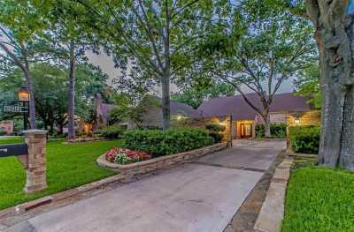 Off Market   10214 Briar Rose Drive Houston, Texas 77042 28