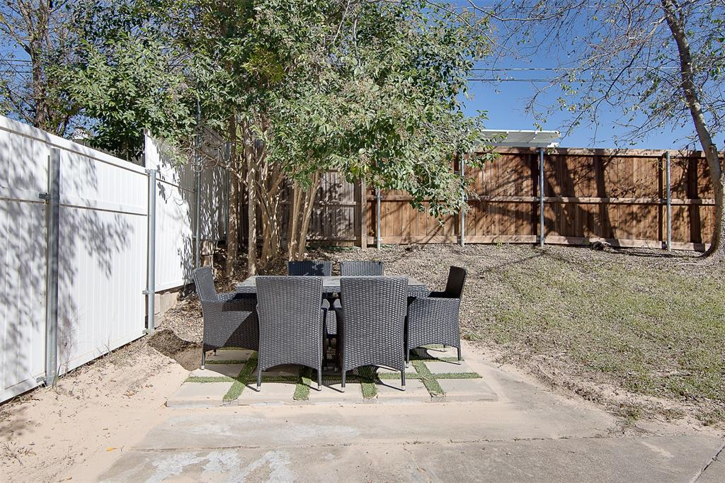 Active Option Contract   3428 Denbury  Drive Fort Worth, TX 76133 33
