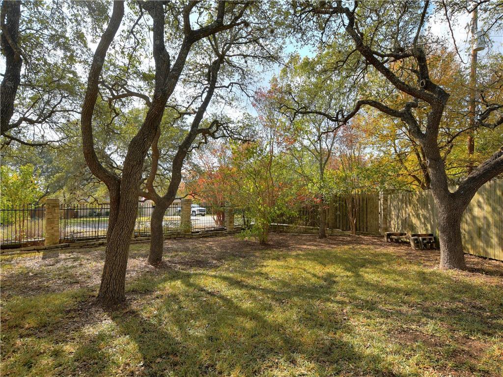 Pending   308 S Kings Canyon  Drive Cedar Park, TX 78613 17