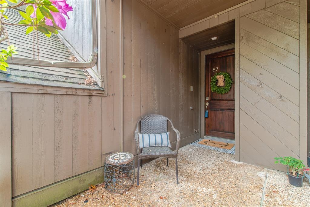 Off Market | 87 Litchfield Lane Houston, Texas 77024 2