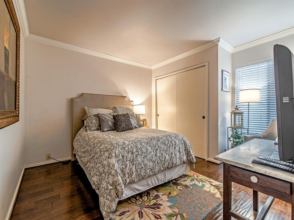 Off Market | 87 Litchfield Lane Houston, Texas 77024 16
