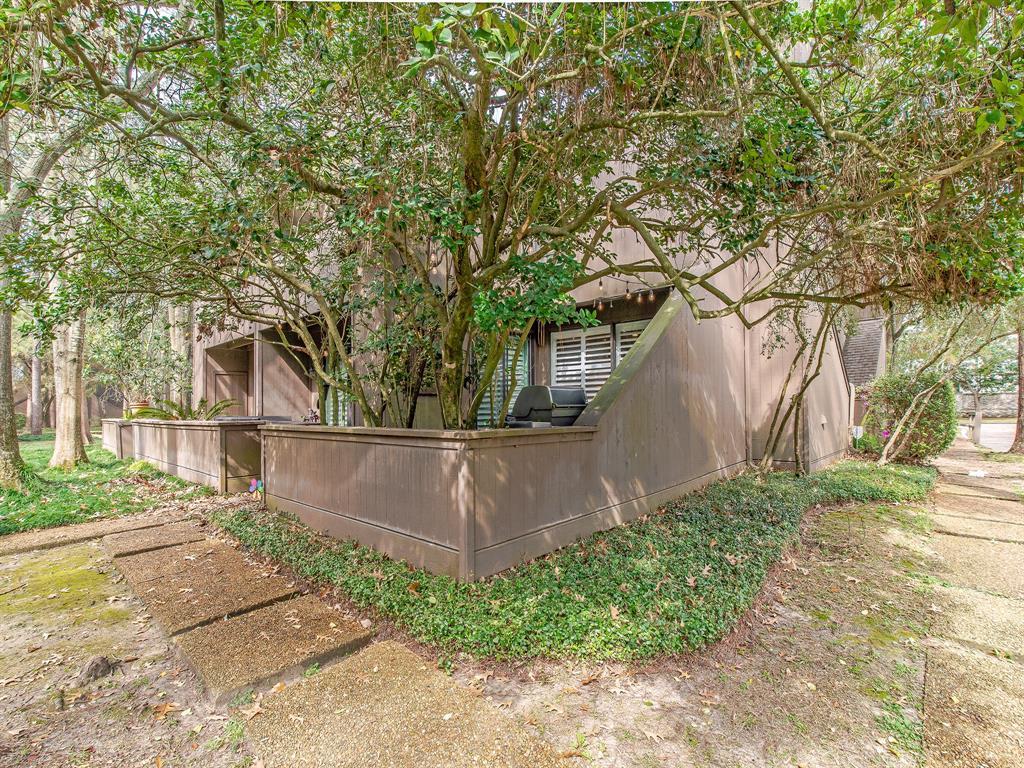 Off Market | 87 Litchfield Lane Houston, Texas 77024 20