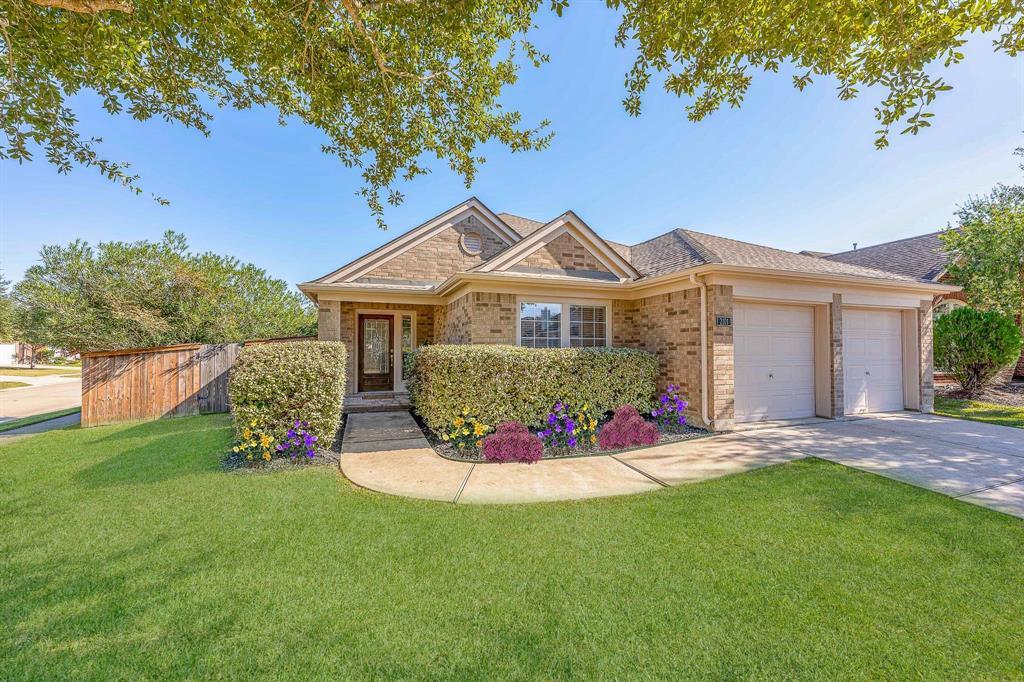 Pending   2101 Balsam Lake Lane Pearland, Texas 77584 1
