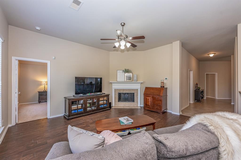 Pending   2101 Balsam Lake Lane Pearland, Texas 77584 22