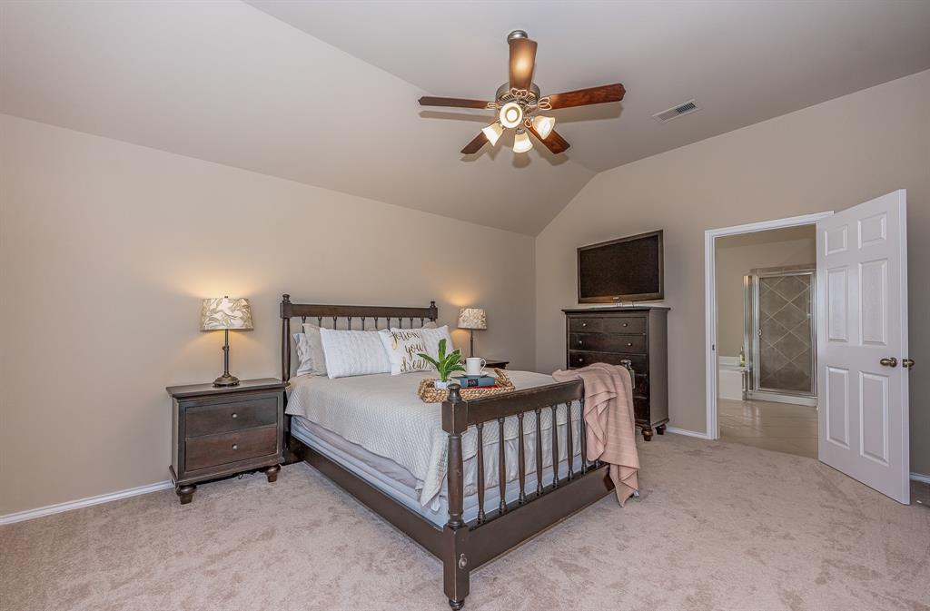 Pending   2101 Balsam Lake Lane Pearland, Texas 77584 24