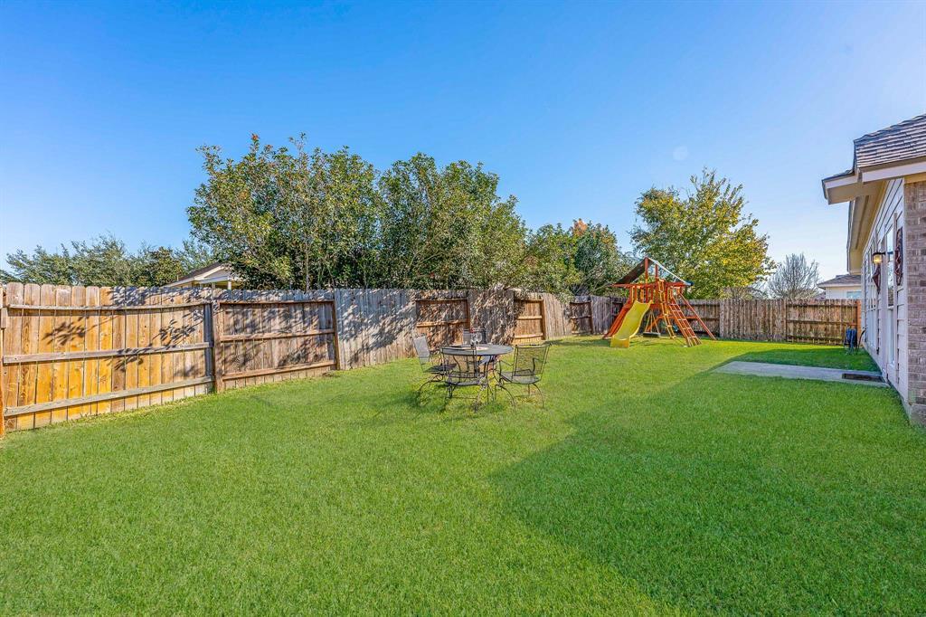 Pending   2101 Balsam Lake Lane Pearland, Texas 77584 29