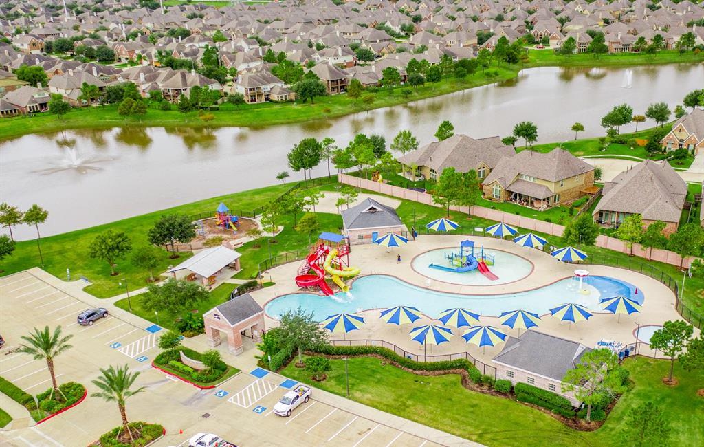Pending   2101 Balsam Lake Lane Pearland, Texas 77584 33